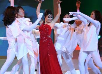 """10 ca sỹ đoạt giải thưởng """"Ngôi sao Bạch Kim"""" lần thứ 2 - 2"""