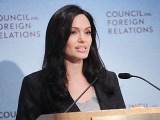 Angelina Jolie bí mật đến Afghanistan - 1
