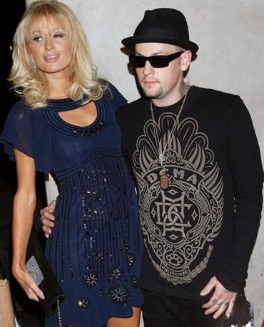 """Paris Hilton tiệc tùng với siêu mẫu """"ngực bự"""" - 3"""
