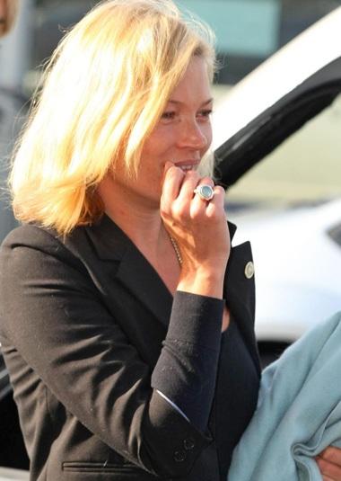 Kate Moss: Già và xấu khi không trang điểm - 6