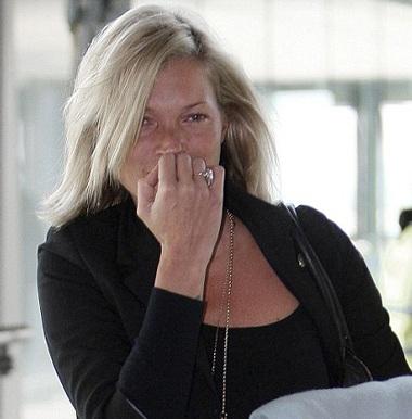 Kate Moss: Già và xấu khi không trang điểm - 5