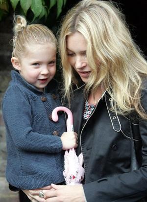 Kate Moss bỏ bê con gái - 1