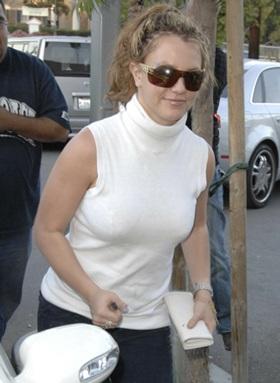 """Album mới của Britney không """"đắt hàng"""" như mong muốn - 1"""