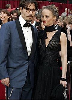 """""""Cướp biển"""" Johnny Depp tặng người tình một… vườn nho! - 1"""