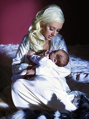Ngắm bé trai của Christina Aguilera - 4
