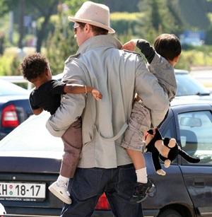 """Hình ảnh đại gia đình """"ông bà Smith"""" tại LHP Cannes - 1"""