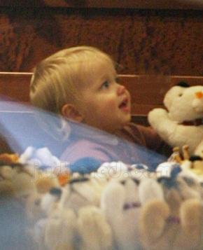 "Angelina Jolie đưa Shiloh đi ""sắm"" đồ chơi - 3"