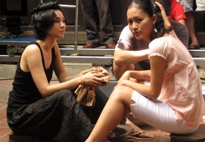 """Johnny Trí Nguyễn """"đương đầu"""" với tình yêu của ba cô gái  - 2"""