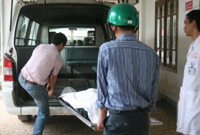 Sập giàn giáo, 2 công nhân chết và bị thương - 2