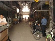 Gần 300 tiểu thương chợ Việt Hưng bãi thị - 1