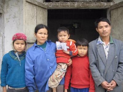 Gia đình anh Trần Văn Yên tiếp tục nhận quà bạn đọc - 1