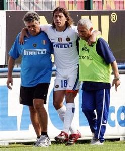 Inter gặp họa lớn, Roma lên đầu bảng - 1