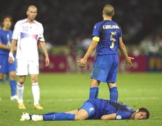 Materazzi thừa nhận đã xúc phạm chị gái Zidane - 1