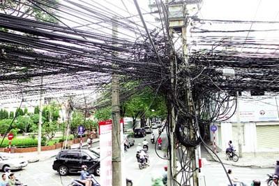 """Xung quanh việc EVN """"đòi"""" tăng giá thuê cột điện - 1"""