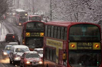 Giao thông nước Anh trong bão tuyết - 9
