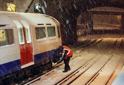 Giao thông nước Anh trong bão tuyết - 11
