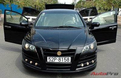 Sài Gòn: Civic độ cửa kiểu Rolls Royce! - 2