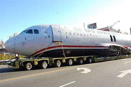 Ô tô kéo máy bay trên phố - 3