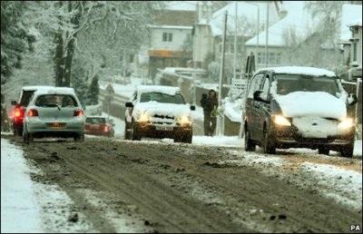 Giao thông nước Anh trong bão tuyết - 1