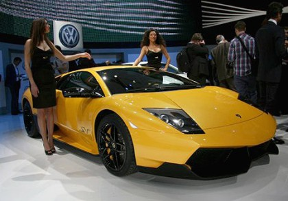 Lamborghini bắt đầu nếm mùi ế ẩm - 1