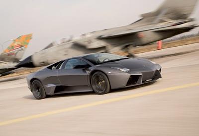 """Lamborghini Reventón """"so tài"""" với máy bay phản lực  - 1"""
