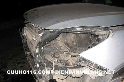 """Tiếp chuỗi ngày """"đen"""": Hyundai Veracruz đâm đê sông Hồng!  - 4"""