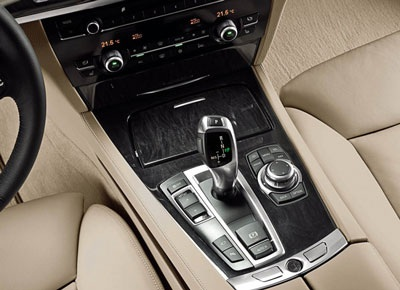 BMW tăng giá xe 7-series - 4