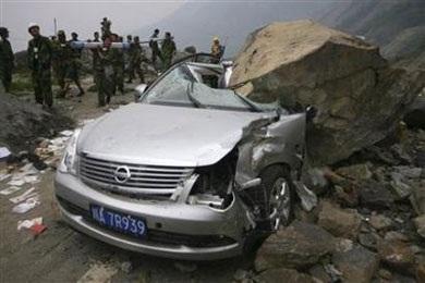 Ô tô trong động đất - 4