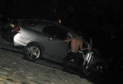 """""""Giải cứu"""" xe Civic rơi xuống sông Tô Lịch  - 9"""