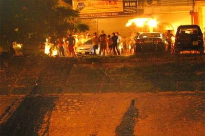 """""""Giải cứu"""" xe Civic rơi xuống sông Tô Lịch  - 6"""