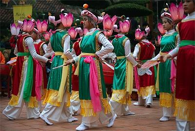 Múa cổ Bài Bông khai hội Yên Tử | Báo Dân trí