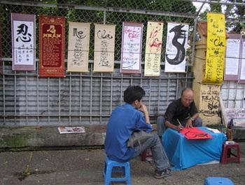 """Những người bán hàng """"lạ"""" nhất Sài Gòn - 5"""