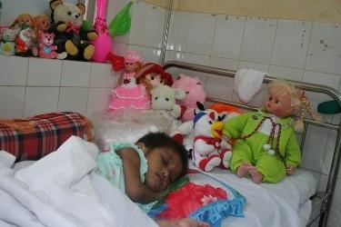 Tỉnh Bình Phước nhận chăm nuôi bé Hảo - 1
