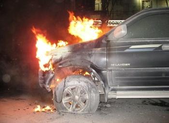 Xe Isuzu bốc cháy trên phố Thái Hà  - 1