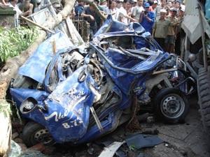 Hà Nội: Tai nạn kinh hoàng trên dốc Lĩnh Nam - 1