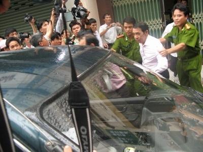 Bắt tạm giam ông Huỳnh Ngọc Sĩ - 3