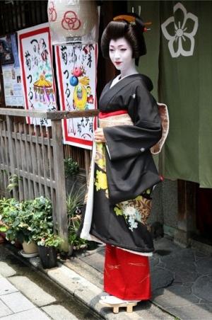 """Geisha """"mắt xanh"""" đầu tiên trở thành giảng viên ĐH - 2"""