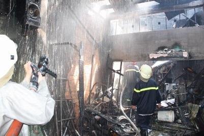 Một tài xế taxi quên mình cứu người trong đám cháy - 1
