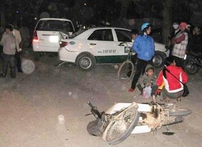 Taxi gây tai nạn liên hoàn tại TP Vinh - 2
