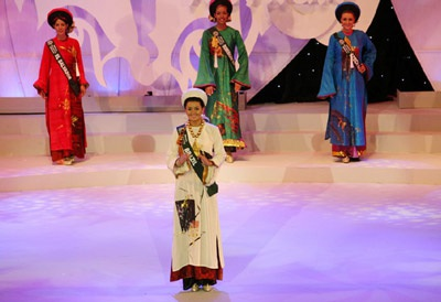 David Minh Đức bán đấu giá áo dài của Miss Brazil làm từ thiện - 2