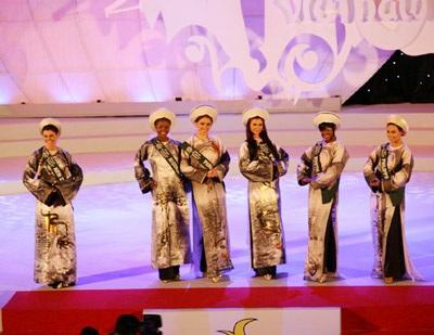 David Minh Đức bán đấu giá áo dài của Miss Brazil làm từ thiện - 3