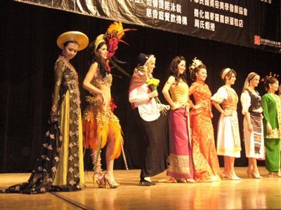 Thi đấu nhan sắc trên trường quốc tế: Người đẹp Việt kể khổ… - 2