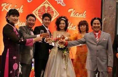 Vân Burin rạng ngời trong ngày cưới... thứ hai  - 10