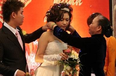 Vân Burin rạng ngời trong ngày cưới... thứ hai  - 7