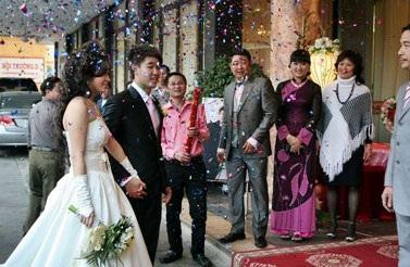 Vân Burin rạng ngời trong ngày cưới... thứ hai  - 3