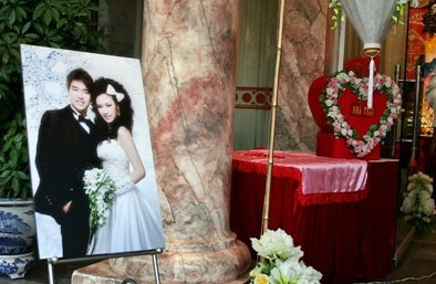 Vân Burin rạng ngời trong ngày cưới... thứ hai  - 1