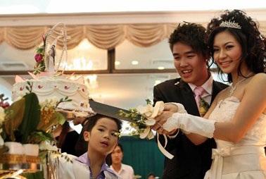 Vân Burin rạng ngời trong ngày cưới... thứ hai  - 12