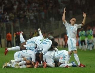 Lyon cùng Marseille tách tốp - 2