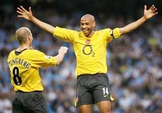 """Thắng Man City 3-1, Arsenal """"sát gót"""" Spurs! - 2"""