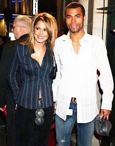 Vợ Ashley Cole từng bị… khủng bố  - 1